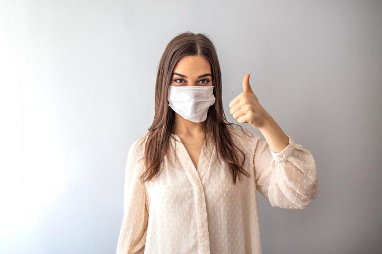девушка в маске фото