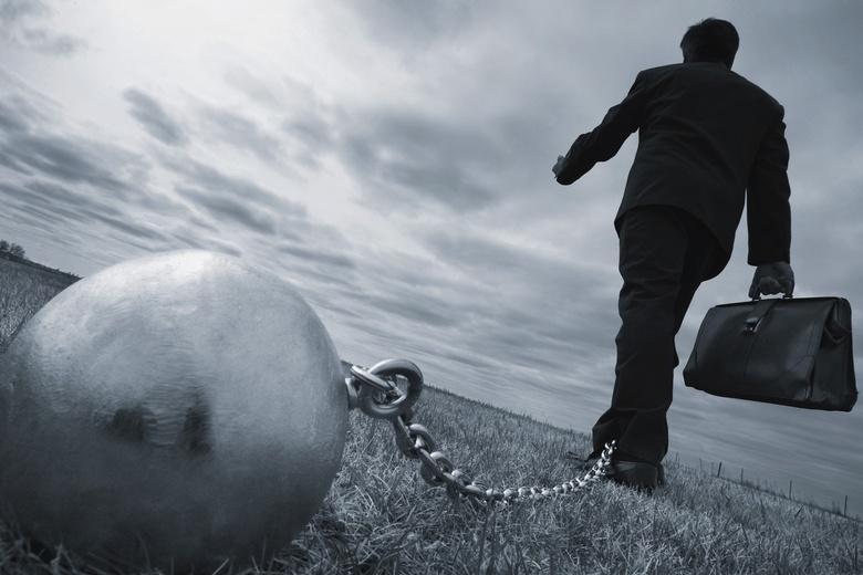 Долги не должны сдерживать экономику даже из-за риска банкротств и безработицы фото