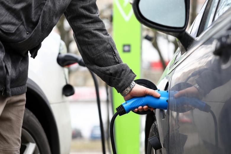 Заправка для электромобилей / Foto: megaflopp / shutterstock.com