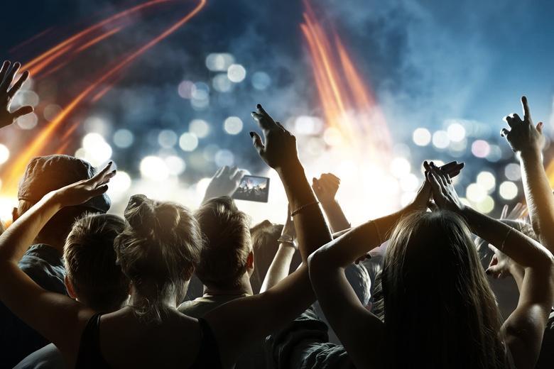 Молодежь готова платить деньги за тестирование, чтобы вернуть себе клубы и дискотеки и обойти карантин фото