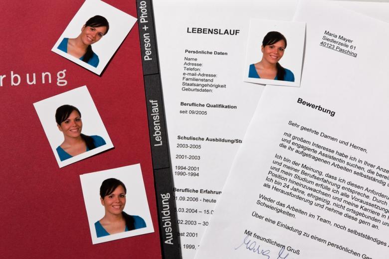 папка с резюме и автобиографией на немецком фото