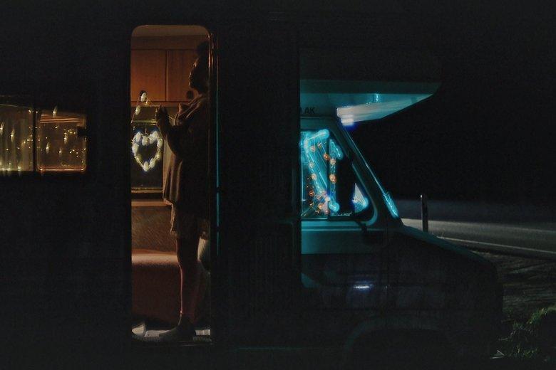 Фильм Lovemobil оказался постановочным, хотя и достоверным фото