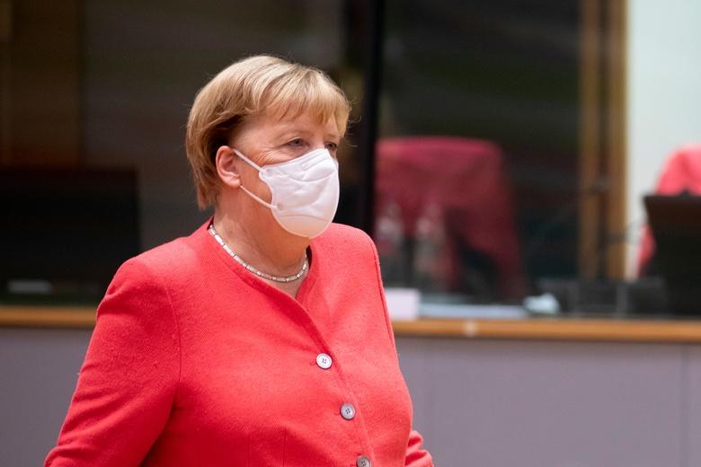 Канцлер Германии вакцинируется от коронавируса фото