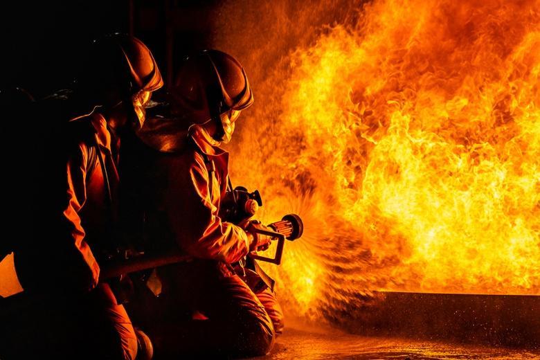 Квартира сгорела из-за бутылочки с лаком и оброненной сигареты фото
