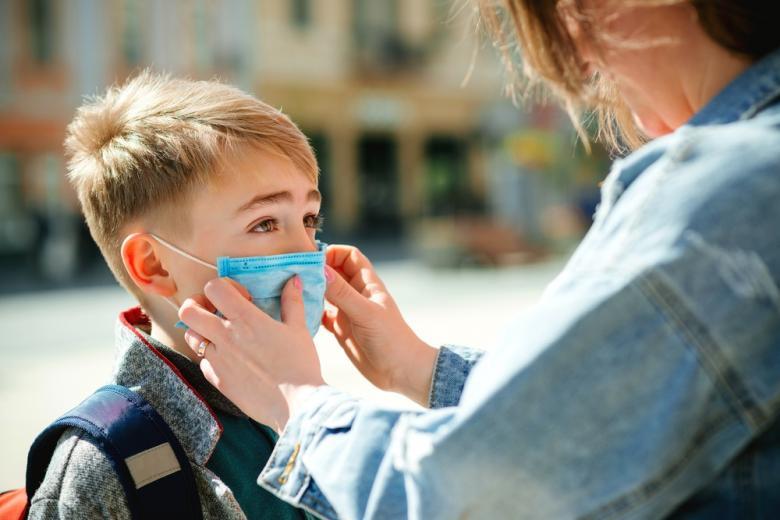 маски в начальных школах фото