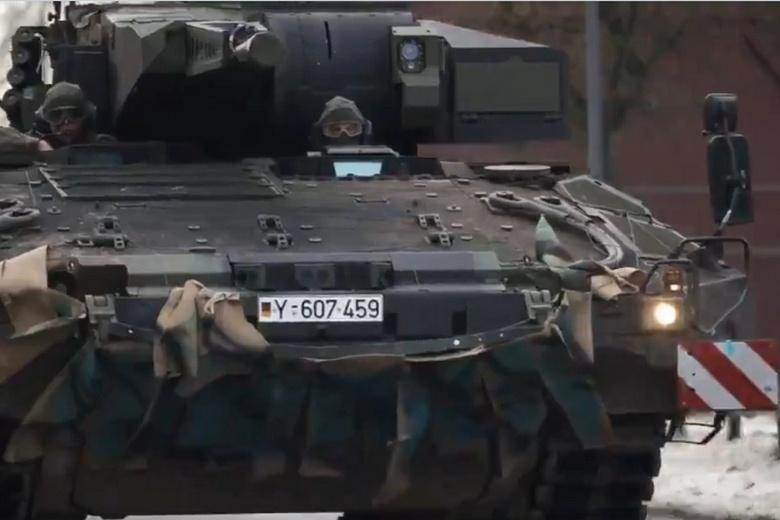 Немецкие бронетранспортеры укрепят силы НАТО фото