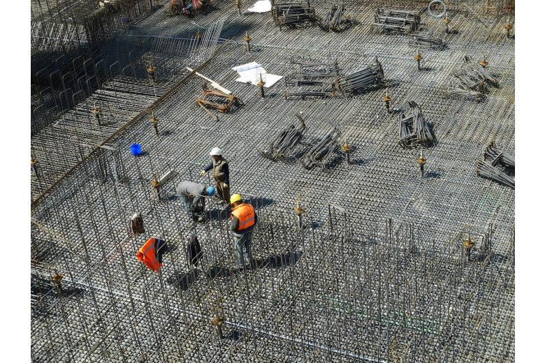 рабочие на строительной площадке фото