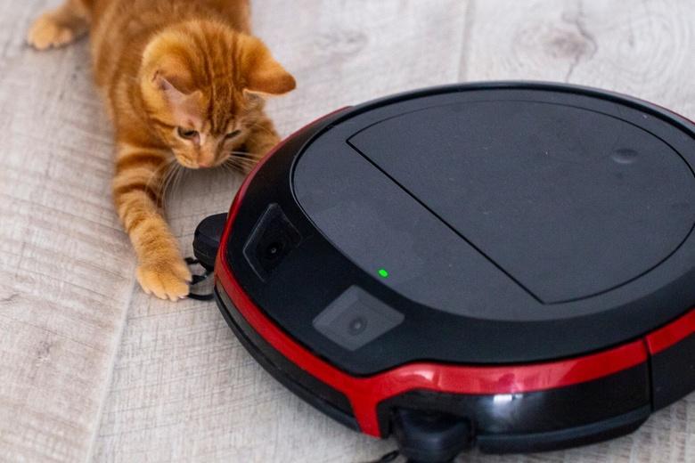 Робот-пылесос наделал шума и его приняли за грабителя фото