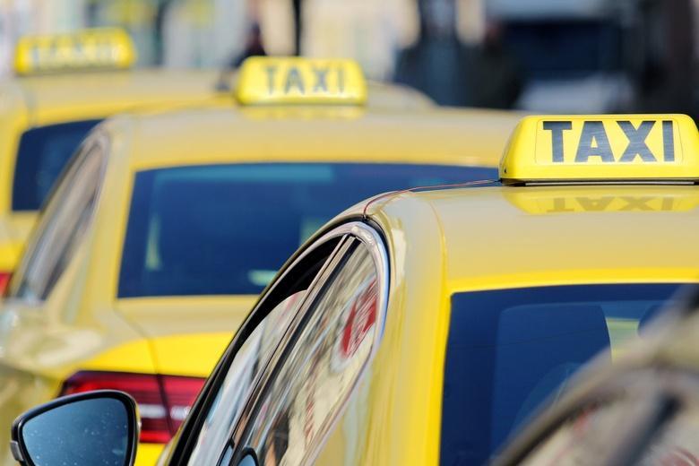 """Такси и """"смарт-перевозчики"""" получили новые права и обязанности фото"""