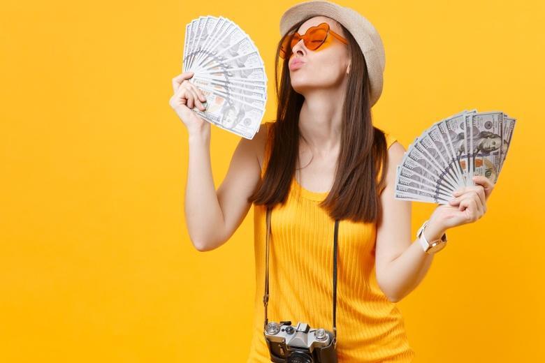 Туристка обманула полицию и зашила деньги в нижнее белье фото