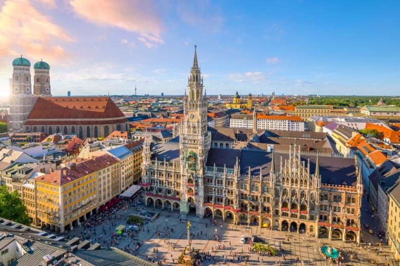 вид на центральную площадь Мюнхена фото