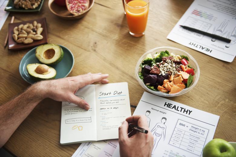 Специализированное диетическое питание, расписанное врачом по дням, чтобы организм получал необходимые витамины и самоочищался