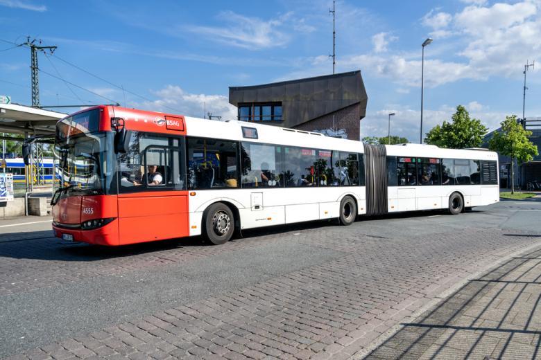 Городской транспорт. Фото: Bjoern Wylezich / shutterstock.com
