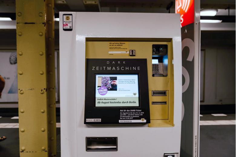 Автомат по продаже билетов на транспорт в Германии. Фото: Claudio Schwarz / Unsplash.com