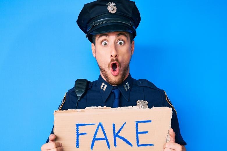 Фальшивые полицейские Фото: Автор: Krakenimages.com / shutterstock.com
