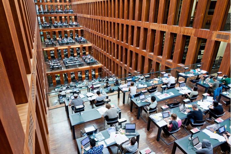 Библиотека университета Гумбольдта в Берлине. Это одна из самых современных научных библиотек в Германии.