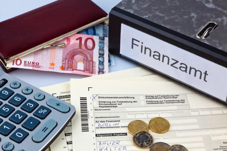 налоговые службы в Германии фото: Lisa-S/shutterstock.com