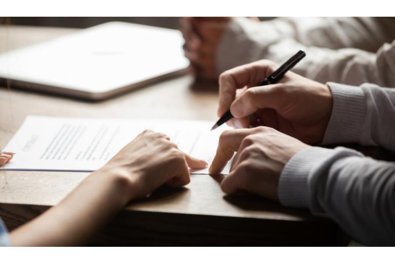 Для оформления кредита необходим установленный пакет документов, после проверки которого заключается договор с условиями займа
