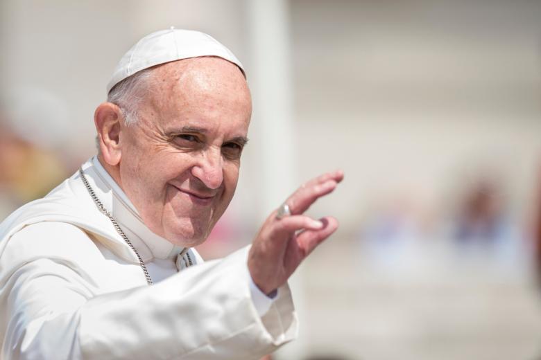 papa-rimskij-blagoslovil