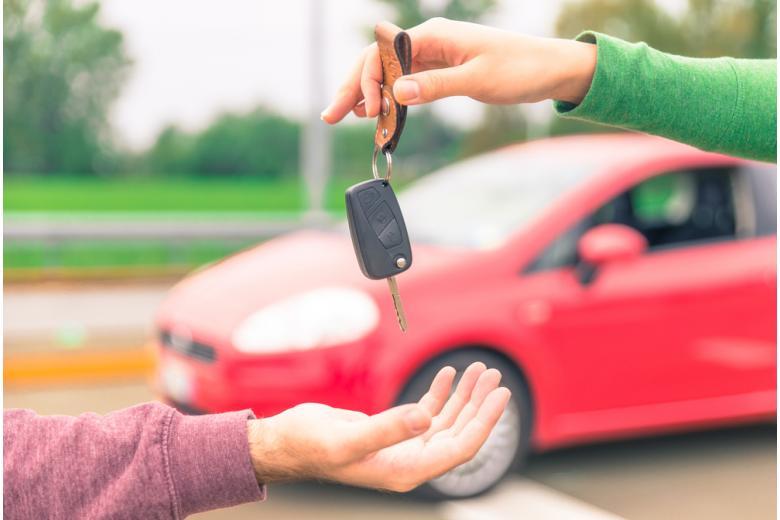 Продажа автомобиля / Foto: oneinchpunch / shutterstock.com