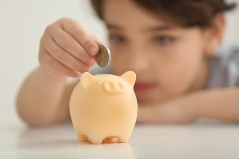 С ранних лет детей учат экономить и распределять финансы на свои нужды