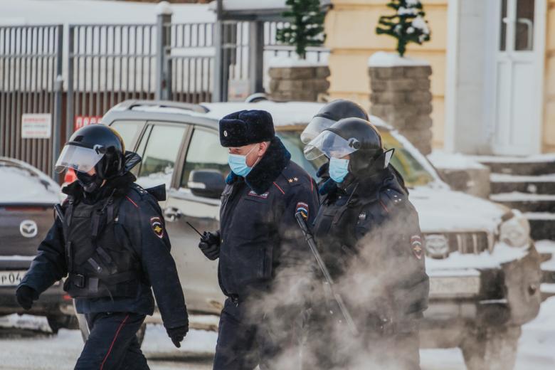 zaderzhali-soratnicu-i-press-sekretarya-navalnogo /