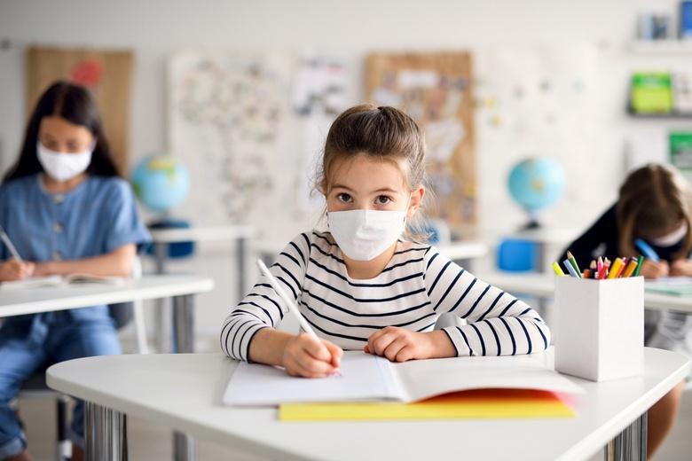 Правила ношения масок детьми Фото: Автор: Halfpoint / shutterstock.com
