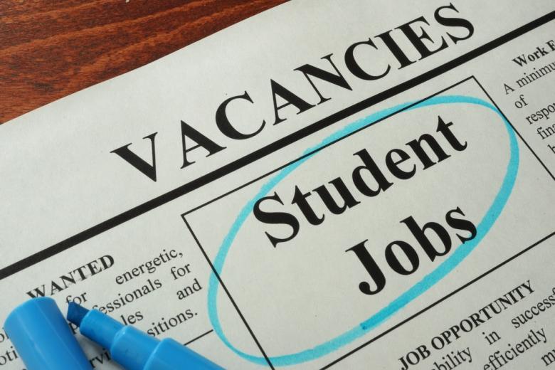 В Германии распространено работать во время обучения, поэтому информацию о подобных вакансиях легко найти в местных газетах
