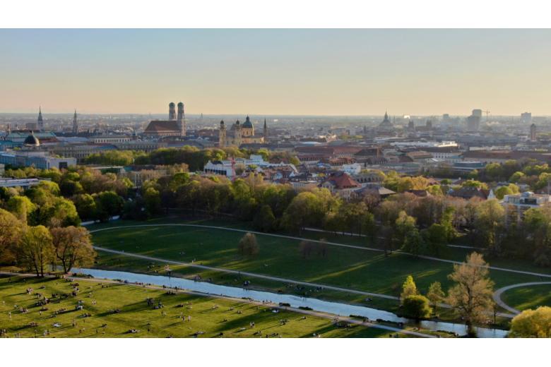 Парк Английский сад в Мюнхене - любимое место для проведения отдыха в тёплые дни