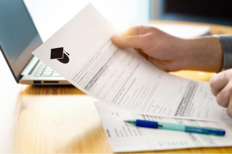 Важная часть - подача заявки на аспирантуру, это определённый пакет документов