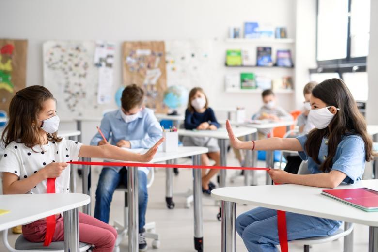 школьники во время локдауна продолжают обучение в маленьких группах