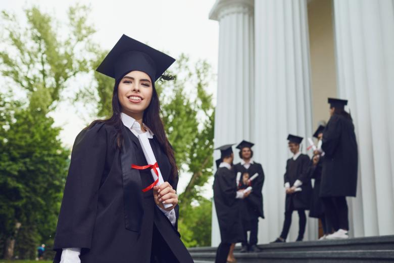 Для поступления в докторантуру Германии необходимы письменное согласие выбранного научного руководителя, диплом бакалавра и магистра. Фото: Studio Romantic / shutterstock.com
