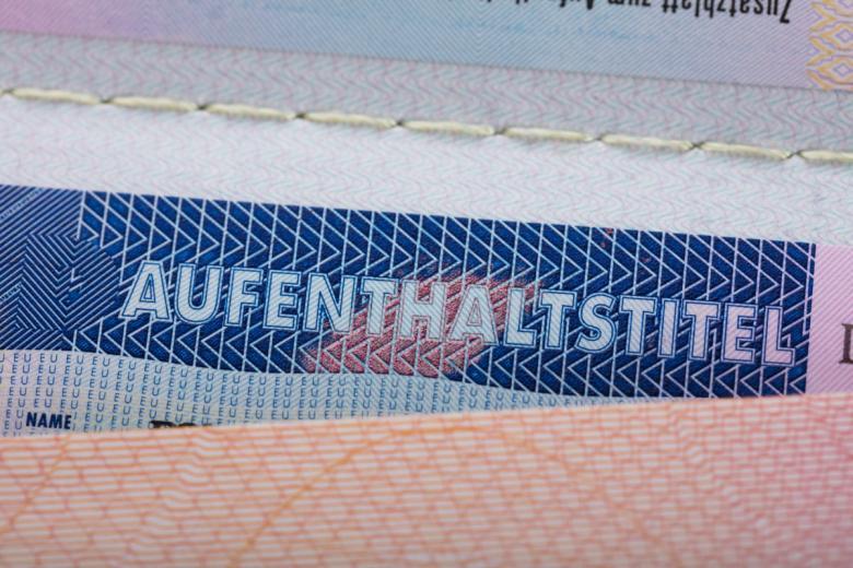 Займитесь получением вида на жительство, если срок контракта с университетом превышает срок вашей рабочей визы. Фото: Andrey_Popov / shutterstock.com