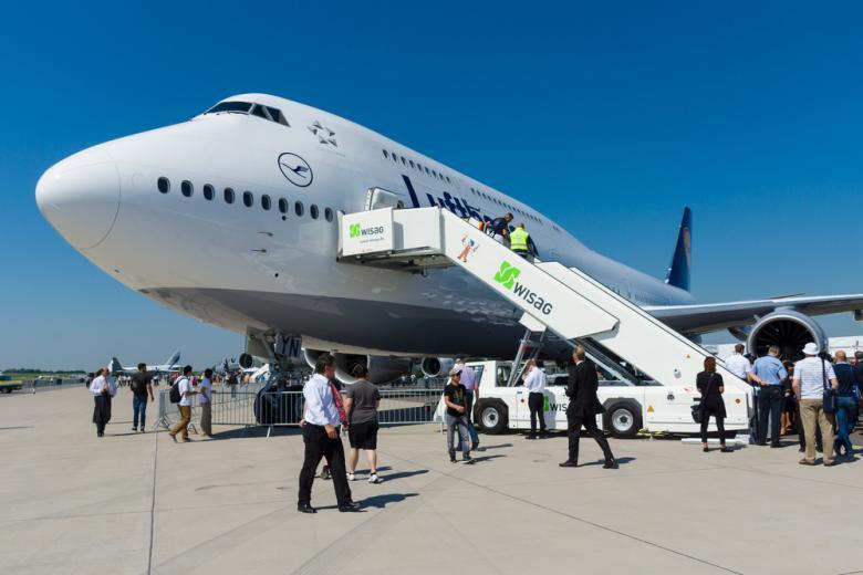 Lufthansa Boeing-747 в аэропорту Берлина