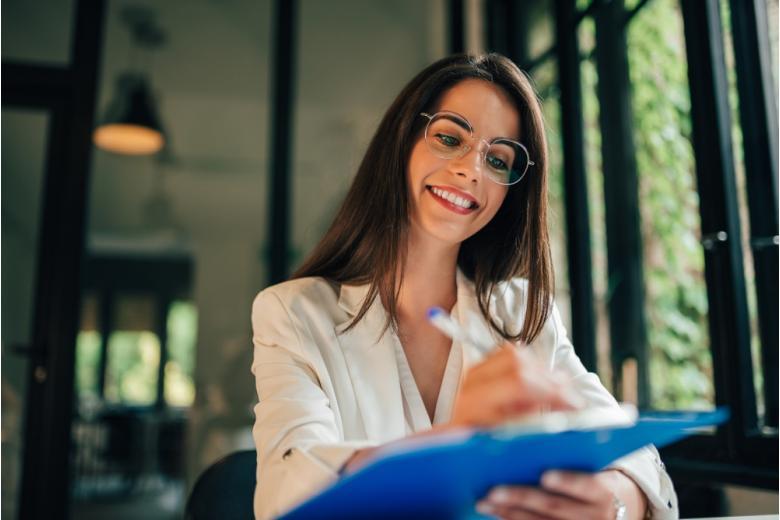 В некоторые вузы необходимо подать заявление раньше, т.к. на определённые специальности необходимо сдать дополнительные экзамены. Фото: Branislav Nenin / shutterstock.com