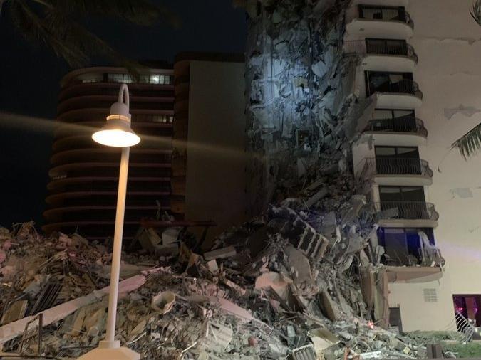 рухнул высотный дом в Майами Фото: пресс-служба полиции Майами-Бич