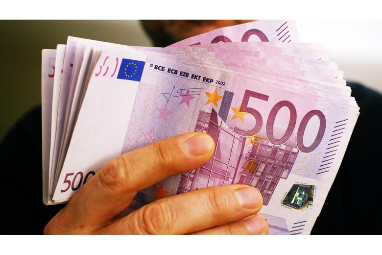spros-na-banknoty-evro / Фото: D-VISIONS / shutterstock.com