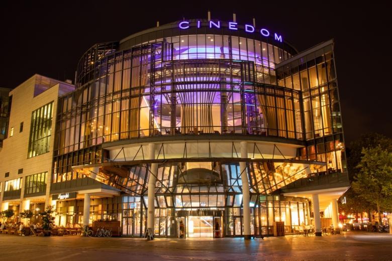 В Германии открываются кинотеатры, Cinedom в Кёльне Фото: Thomas Stockhausen/shutterstock.com
