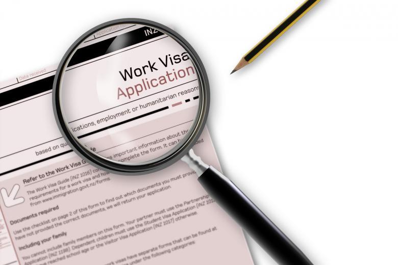 Срок выдачи визы составляет 30 дней, но этот срок может быть уменьшен. Фото: jovan vitanovski / shutterstock.com