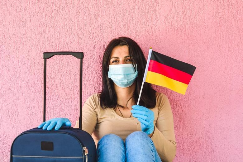 Вся личная информация об иммигрантах Фото: Автор: GagoDesign / shutterstock.com