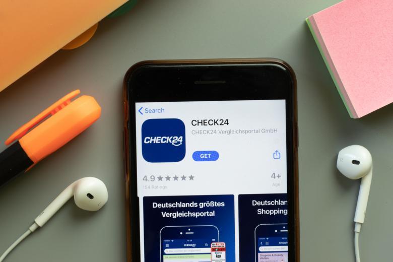 Для поиска наиболее выгодных предложений от поставщиков услуг пользуйтесь онлайн-сервисами для сравнения тарифов. Фото: Postmodern Studio / shutterstock.com