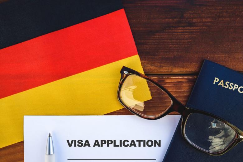 Для встречи с потенциальным работодателем и обсуждения деталей сотрудничества можно оформить туристическую визу, однако она не подходит для долгосрочного пребывания на территории немецкого государства и тем более для начала трудовой деятельности. Фото: GagoDesign / shutterstock.com