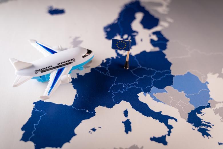 Переезд в Германию с паспортом страны ЕС. Фото: Ivan Marc / shutterstock.com