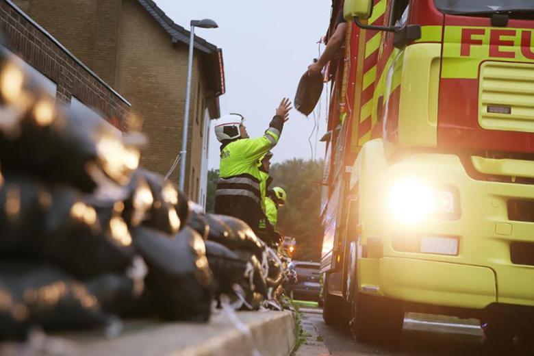 Аварийно-спасательная служба в Хагене. Наводнение в Хагене.  Фото: Dieter Menne / dpa