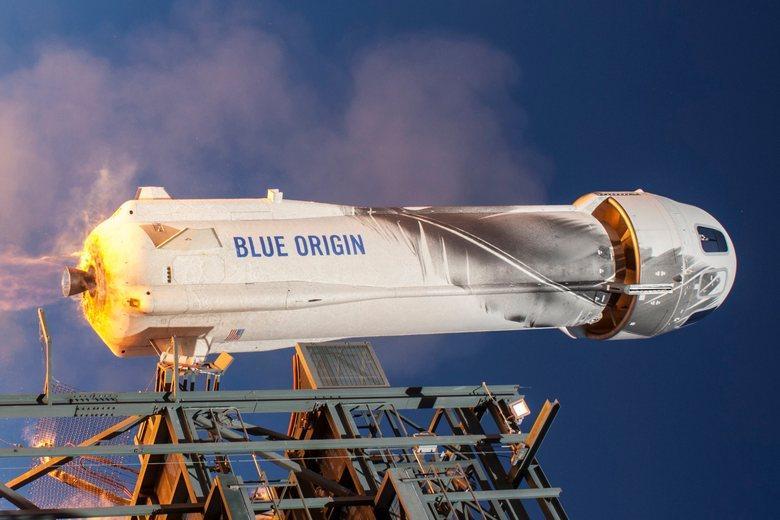 Безос слетал на ракете Фото: акаунт-twitter Blue Origin / @blueorigin