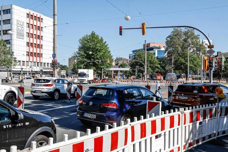 Внешнее кольцо Шваненвалля в настоящее время полностью закрыто между Гамбургер-штрассе и Гешвистер-Шоль-штрассе. Фото: Oliver Schaper