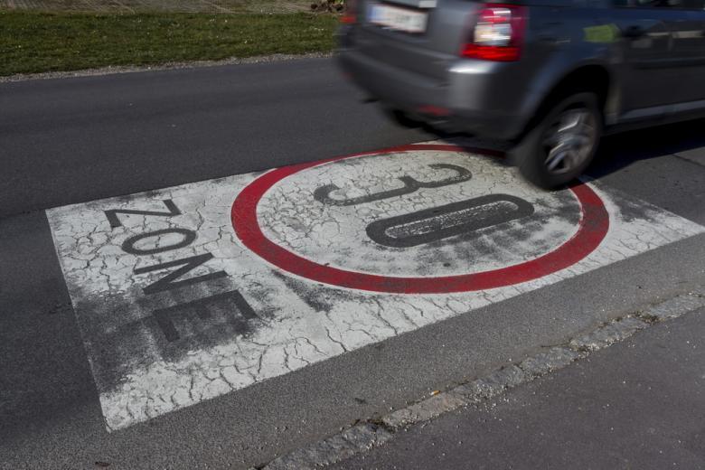 ограничение скорости до 30 км/ч Foto: Lisa-S/shutterstock.com