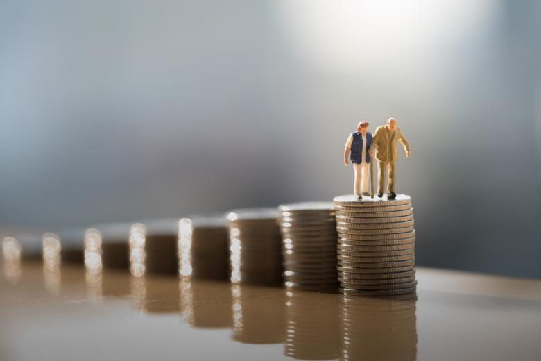Средняя пенсия. Фото:  Khongtham / shutterstock.com