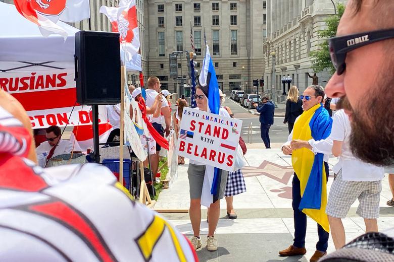 Иммигранты из Эстонии, Украины, Литвы и Кубы. Фото: Aussiedlerbote.de
