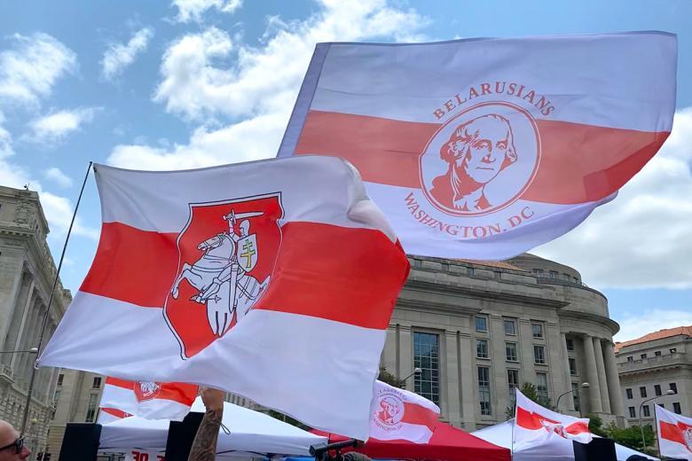 Флаг белорусской диаспоры в Вашингтоне. Фото: Aussiedlerbote.de